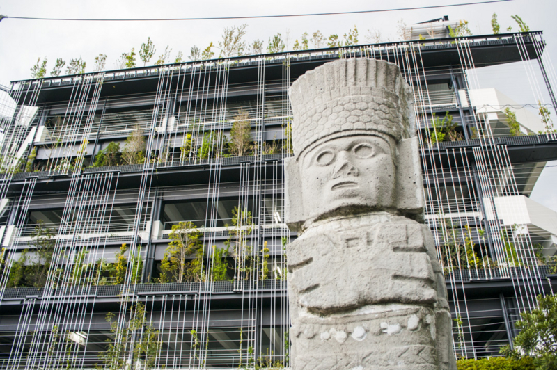名古屋市の姉妹都市メキシコ記念公園にあるトゥーラの戦士像