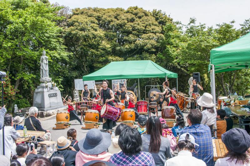 愛知県西尾市三ヶ根山青空フェスティバル2017年のライブ風景