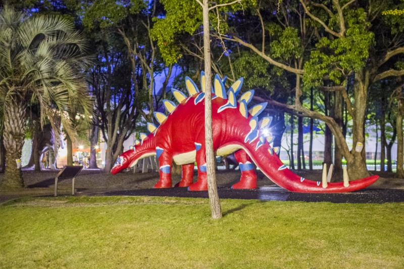 のんほいパークの彩色が派手な恐竜