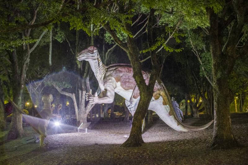 豊橋総合動植物公園のんほいパークの恐竜のハンドサイン