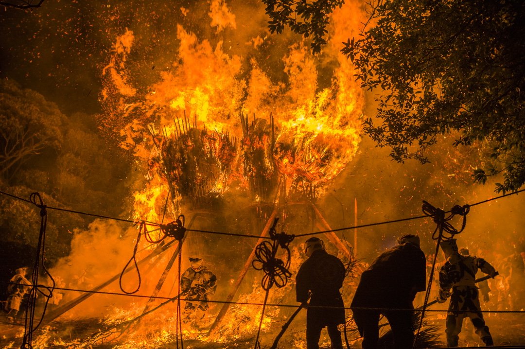 愛知県西尾市天下の奇祭鳥羽の火祭り超危険なイベント