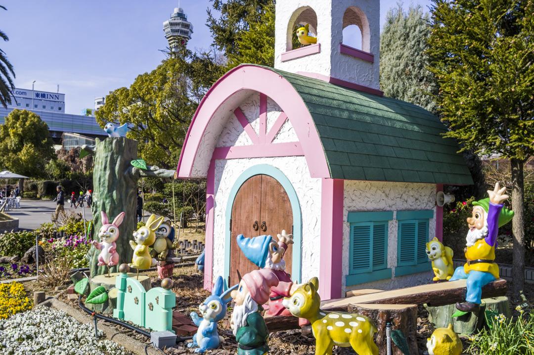 天王寺動物園七人のこびとのオブジェ