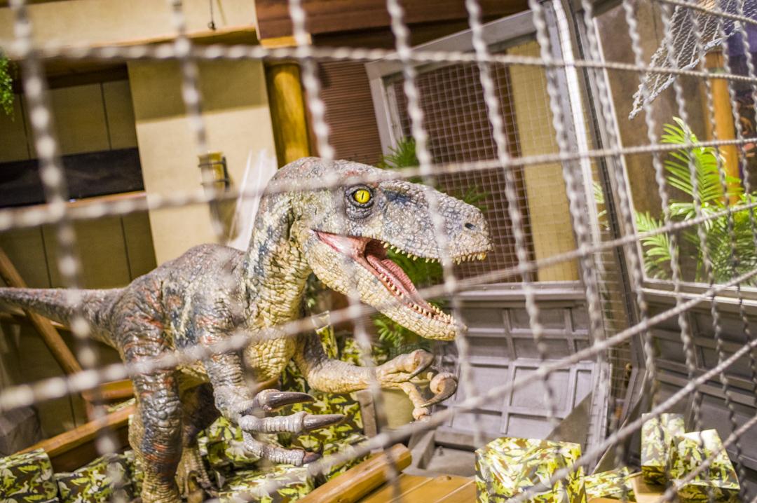 ユニバーサルスタジオジャパンのジュラシックパークエリアにいる恐竜