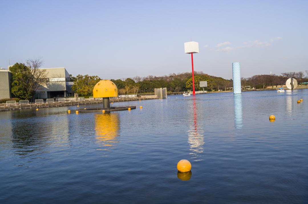 万博公園のスワンボート浮かぶ夢の池