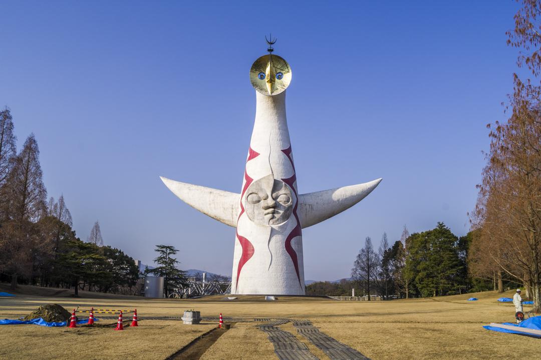 万博公園の太陽の塔を正面から