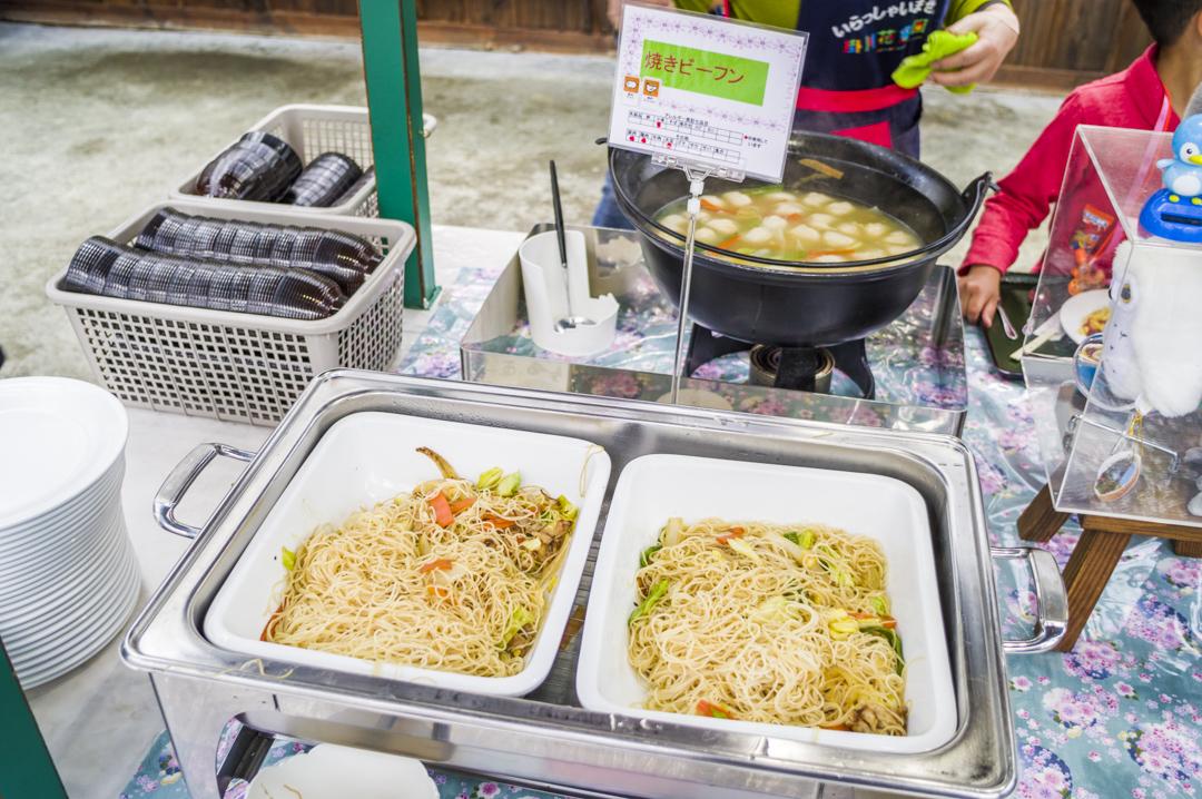 掛川花鳥園の焼きビーフンがおいしく食べ放題