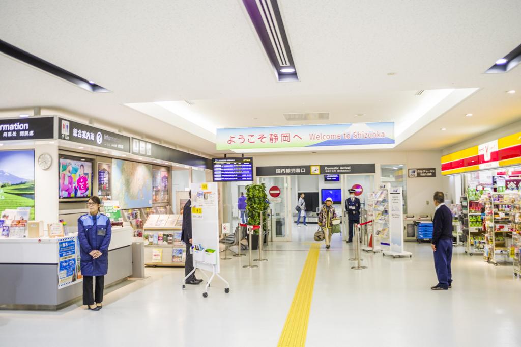 富士山静岡空港の国内線到着口