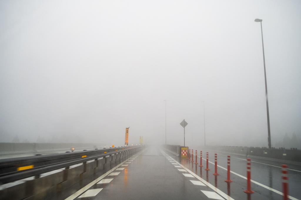 豪雨で視界ゼロな静岡空港