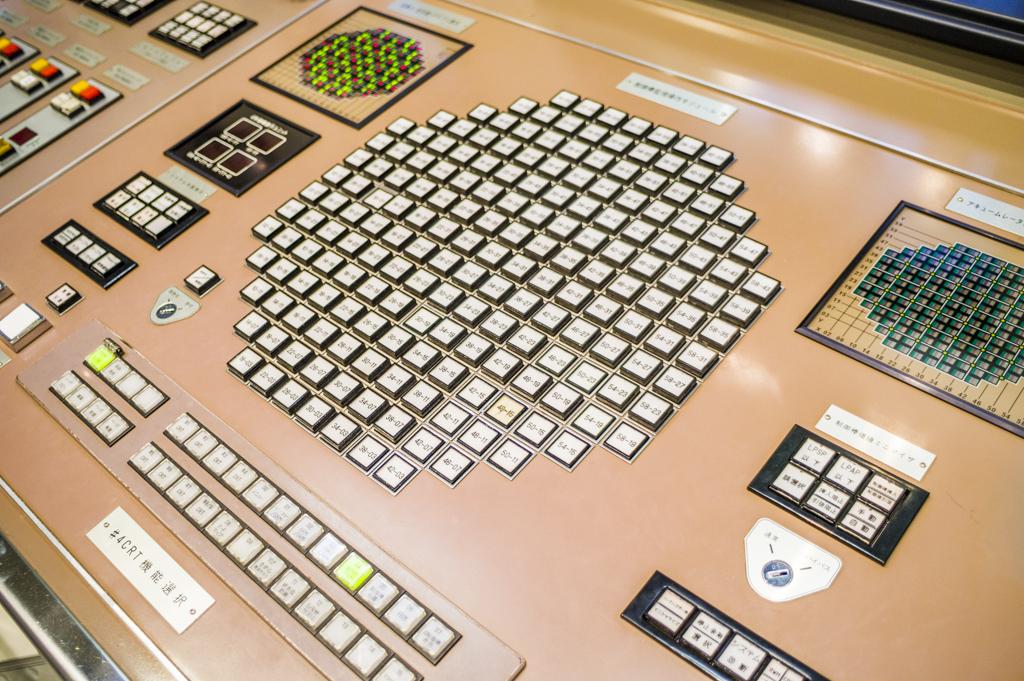 浜岡原子力館の制御室レプリカ