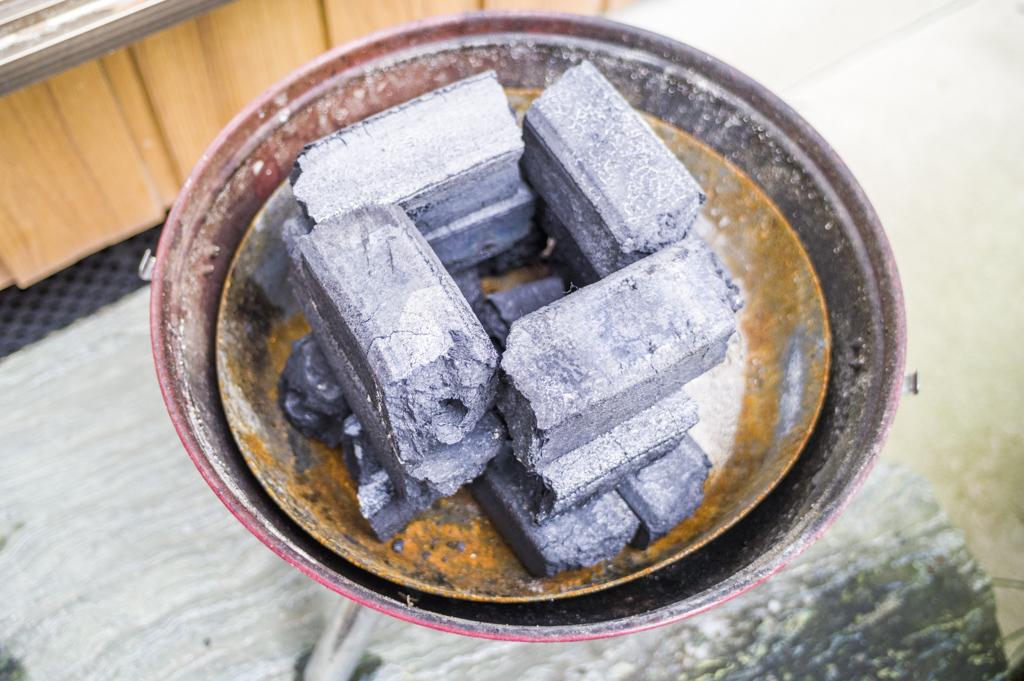 バーベキュー用のオガ炭の簡単火起こし