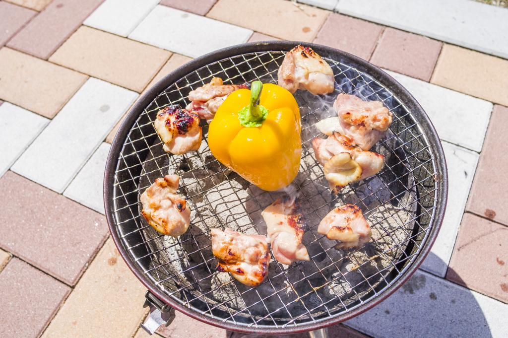 バーベキュー料理パプリカの丸焼き