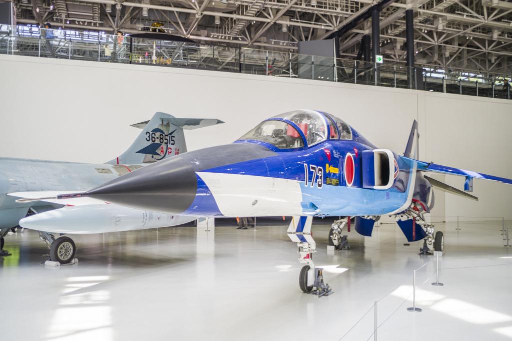 T-2ブルーインパルスの展示