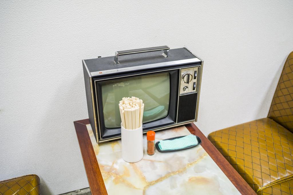 昭和レトロ家具とレトロテレビ