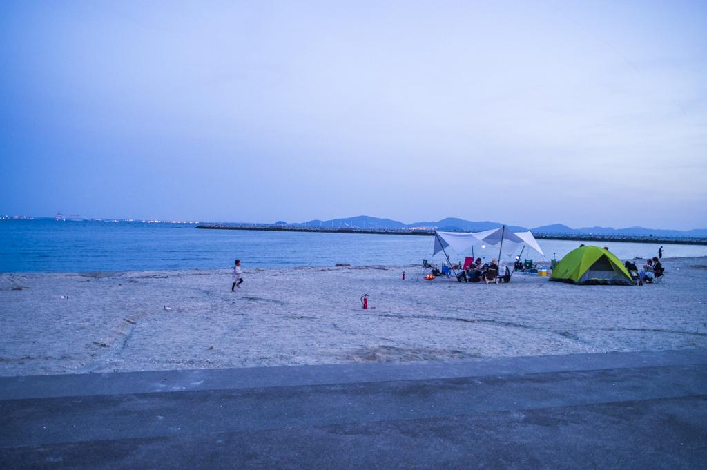 森、道、市場2018夕暮れの砂浜デイキャンプ風景