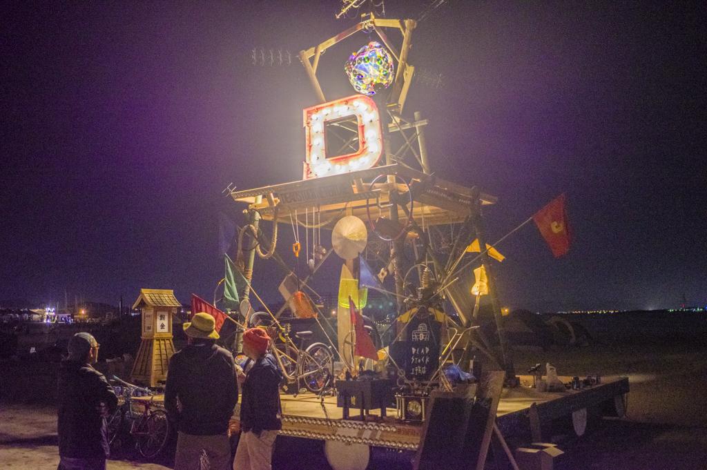 森、道、市場2018夜のシンボル