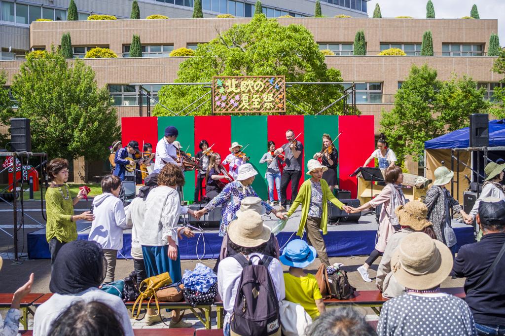 岡崎市の北欧の夏至祭スペルマンス・ステンマ