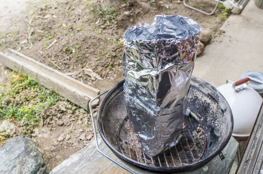 アルミホイルで煙突効果のある火起こし器と同じ役割
