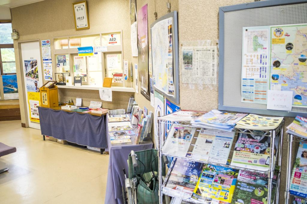 三重の道の駅伊勢志摩の駅舎の内観