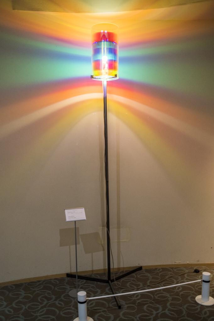 タラサ志摩のアート作品ORAFUR ELIASSON「Striped Eye Lamp」