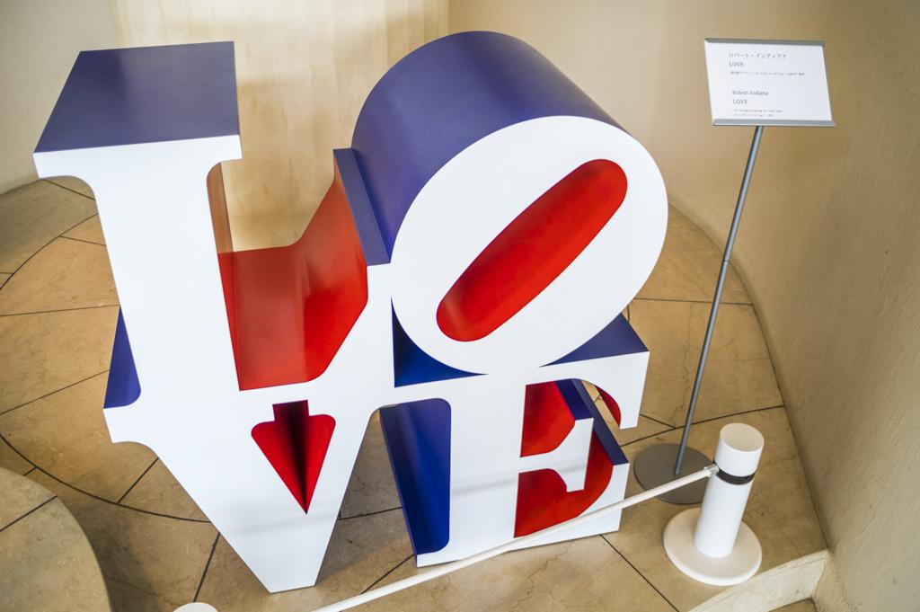 タラサ志摩のアート作品Robert INDIANA「LOVE」