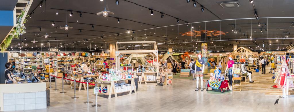 日本最大級のアウトドアショップアルペンアウトドアーズ春日井店の店内パノラマ