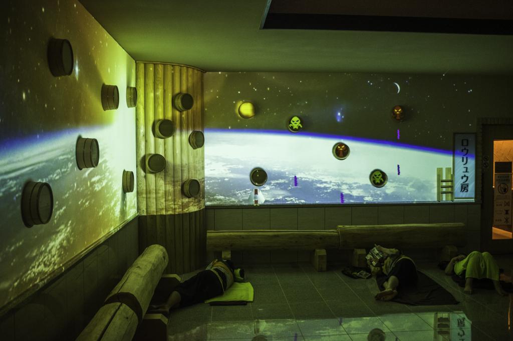 rakuspacafe浜松らくスパカフェの岩盤浴のプロジェクションマッピング