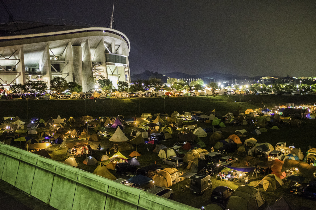 愛知県豊田市トヨタロックフェスティバル夜のキャンプサイトイルミネーション