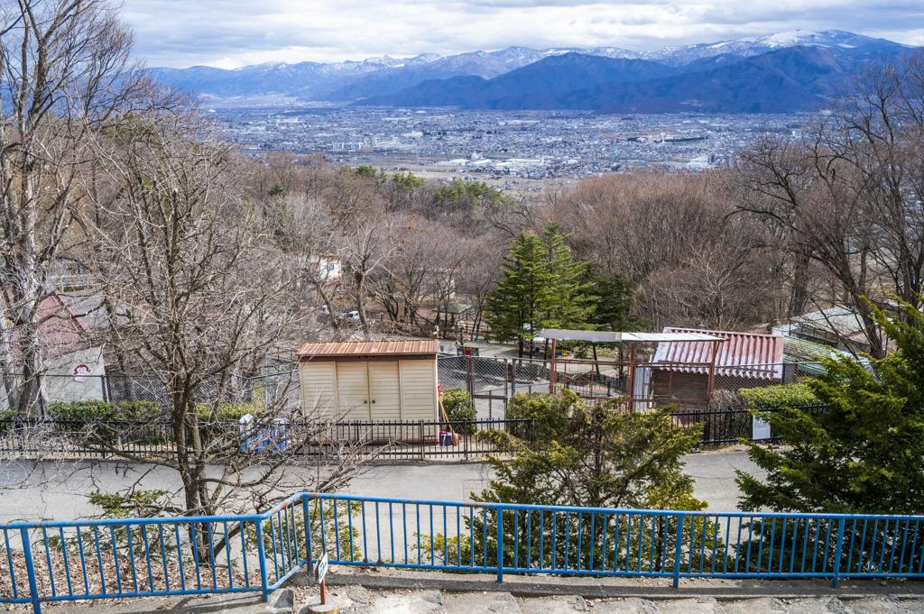 動物園内から長野市街を見下ろせる場所