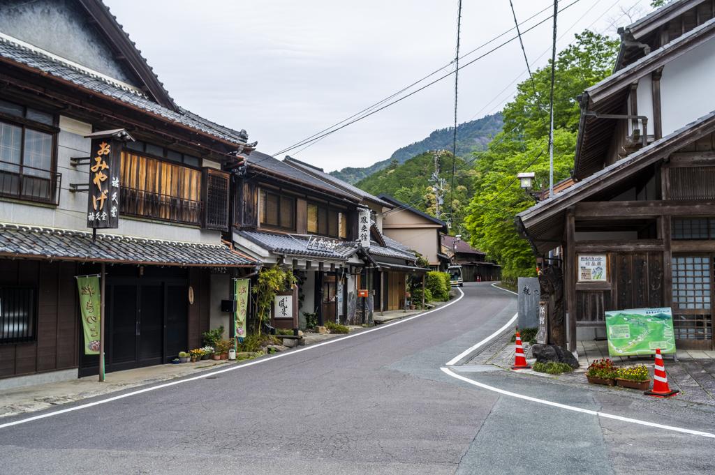 鳳来寺山の門前町
