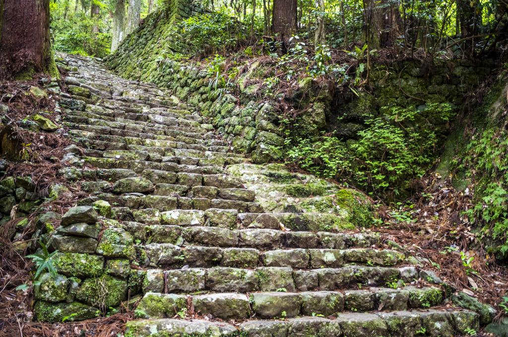 鳳来寺山の石段の勾配