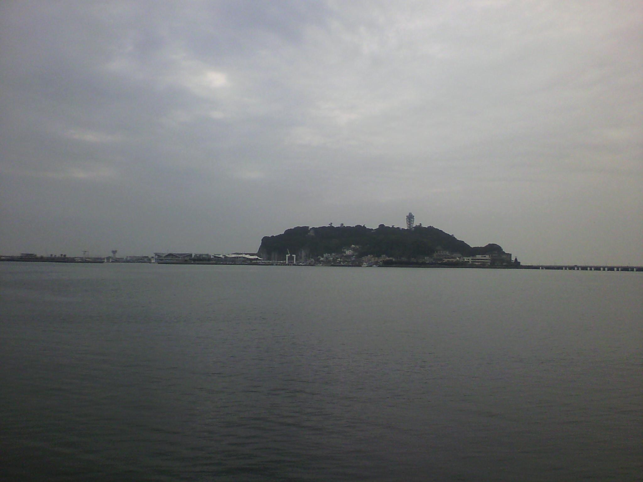 腰越漁港からの江ノ島