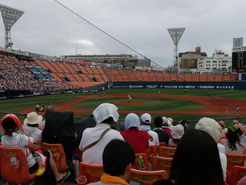 横浜スタジアム・内野指定席Sからのながめ
