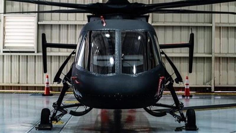 米国のヘリコプターメーカーであるシコルスキー・エアクラフトは、米陸軍の将来型偵察攻撃機(FARA)プログラムに基づき、現行の軽攻撃偵察ヘリコプターの後継機として、この独創的で高速な「S-97 RAIDER」を売り込もうとしている。PHOTOGRAPH BY ERIC ADAMS