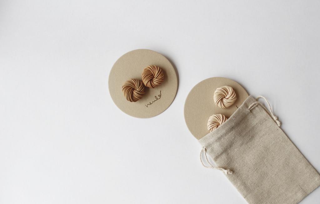 籐素材のアクセサリー