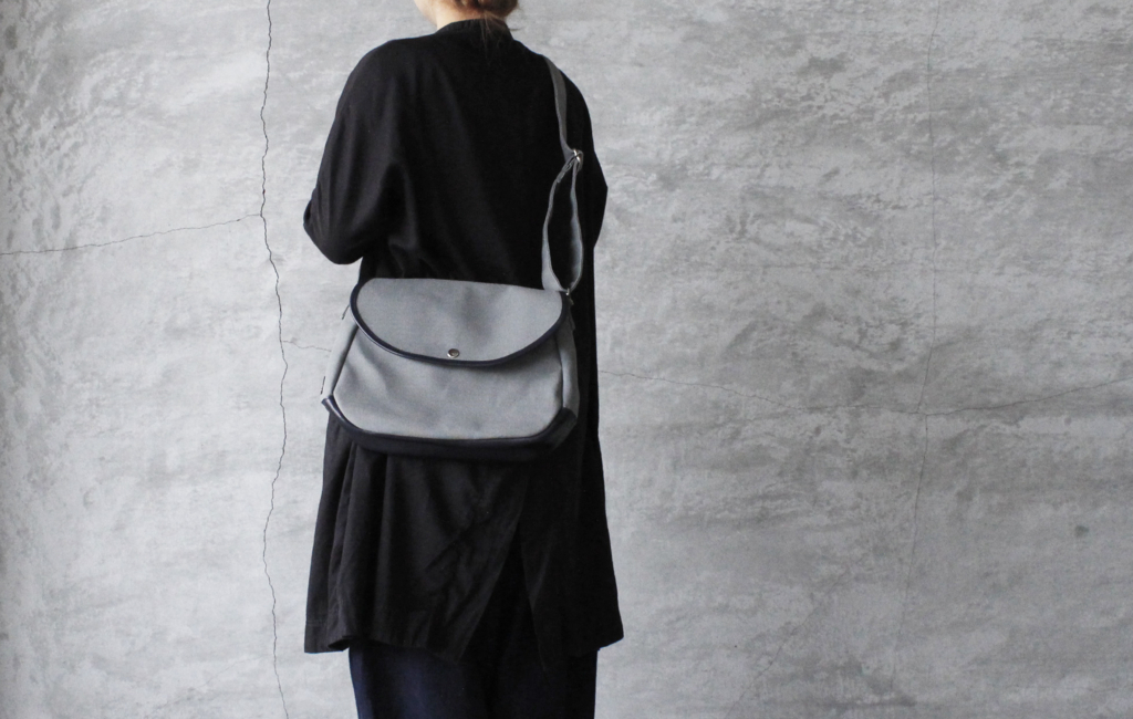 leather marugata shoulder bag