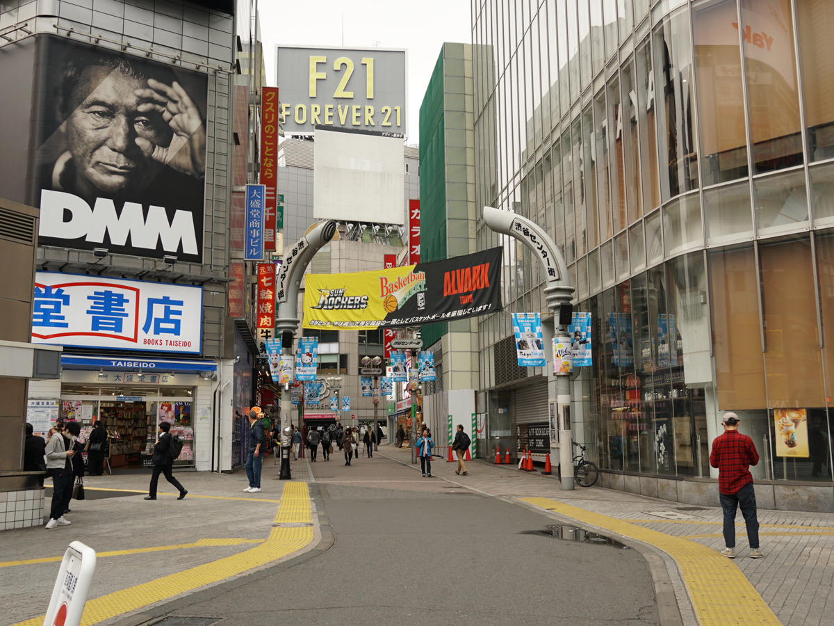 コロナウイルスで閑散とする渋谷