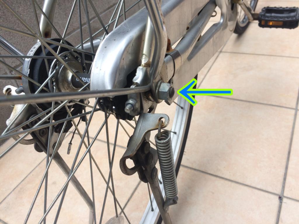 自転車、ママチャリのスタンドを外すときの方法