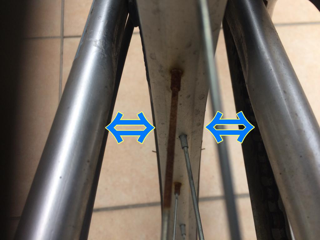 ハブナットを締めるときの車輪の中心の見方