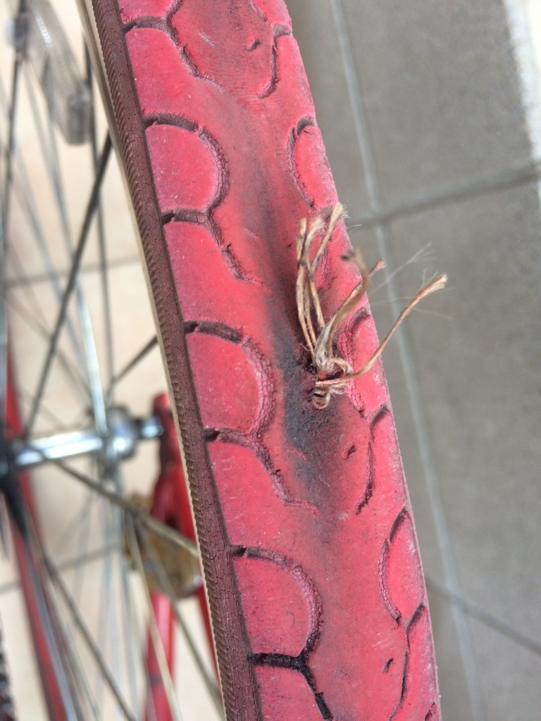 空気を入れすぎて、自転車がパンク
