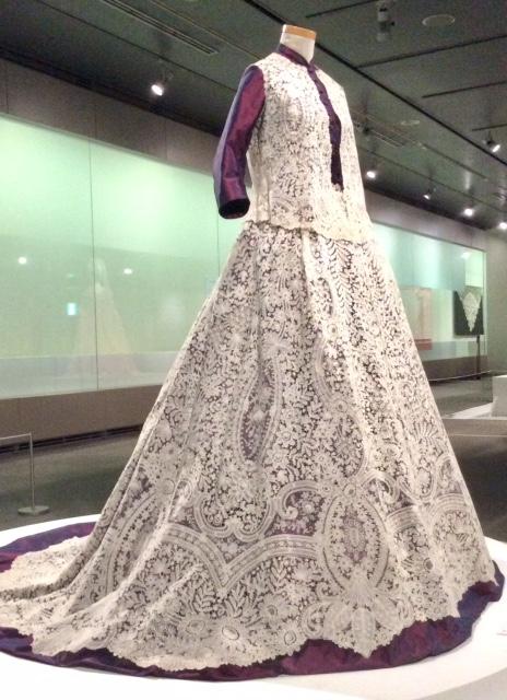 アンティーク・レース展のドレス