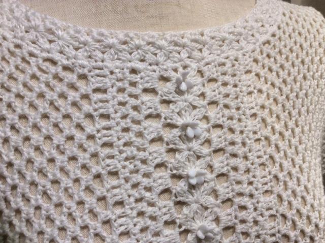 かぎ針編みのプルオーバー、前身頃のアップ写真