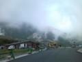 かなりの強風で、霧が流れていく