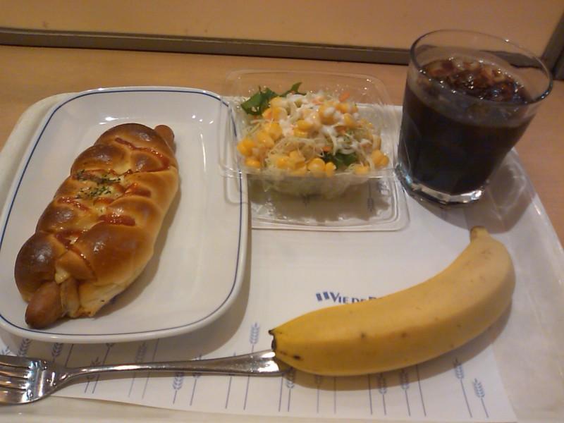 バナナをおまけでつけてくれた朝食400円。