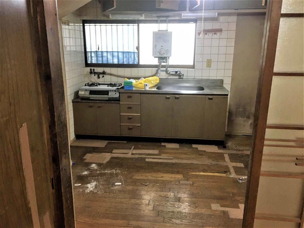 築古戸建 キッチン リフォーム前 汚い 古い