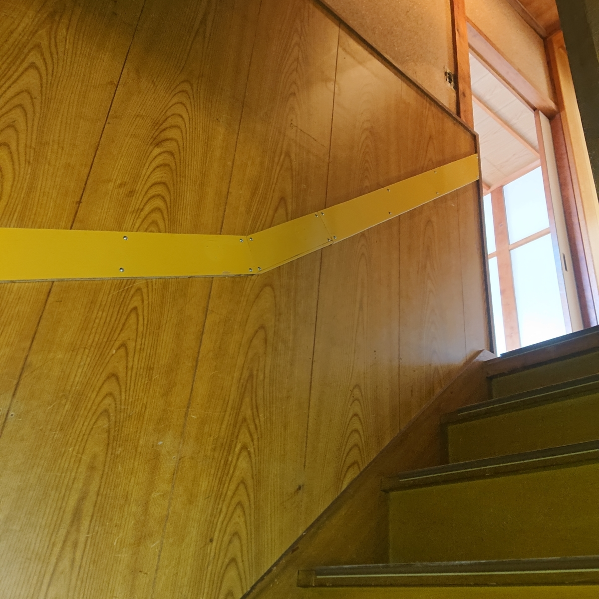 築古戸建 クロス貼り 階段 ビフォーアフター