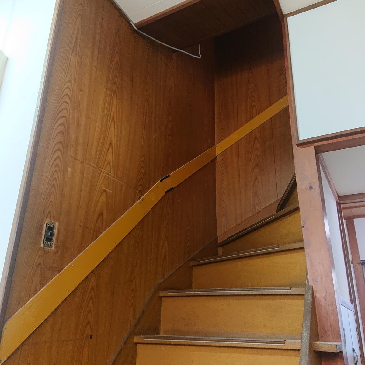 築古戸建 階段のクロス貼り 難所