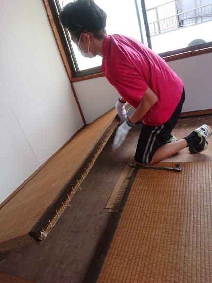 築古戸建DIY 和室の洋室化 畳の搬出 子供も手伝う