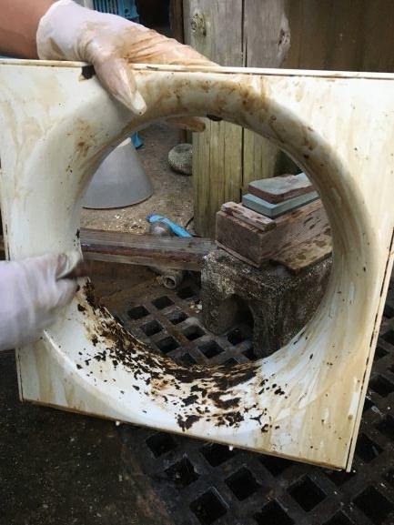 築古戸建 換気扇の油をマジックリンとメラニンスポンジで落とす