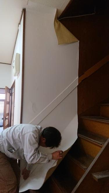 築古戸建 階段のクロス貼り 難しい