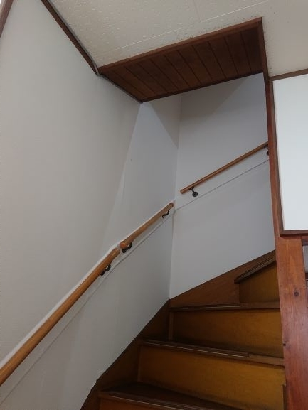 築古戸建 階段のクロス貼り 仕上がり